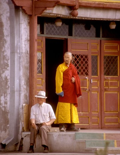 ulan bataar_ganden monastery_monk and civilian
