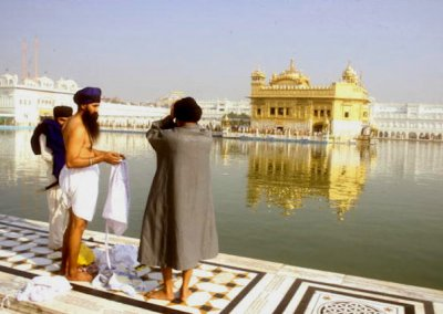 amritsar_golden temple_bathers