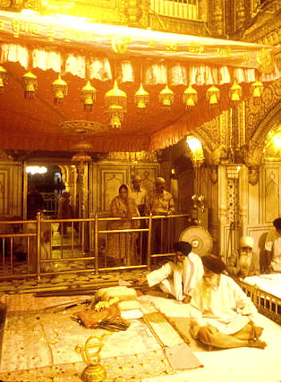 amritsar_golden temple_inner sanctum_1