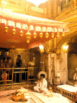 amritsar_golden temple_inner sanctum_2