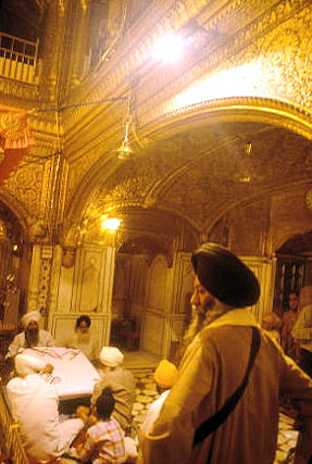 amritsar_golden temple_inner sanctum_3