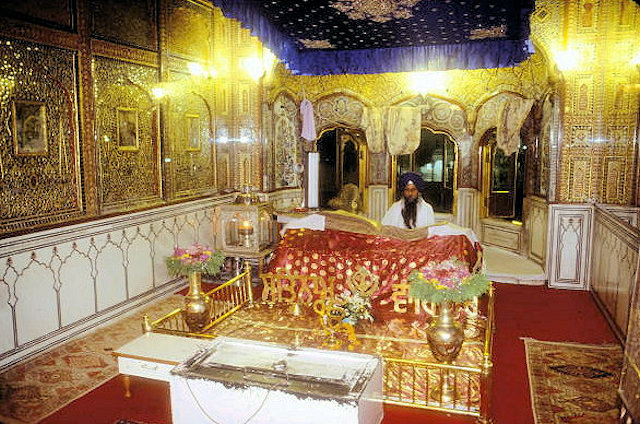 amritsar_golden temple_priest and holy book