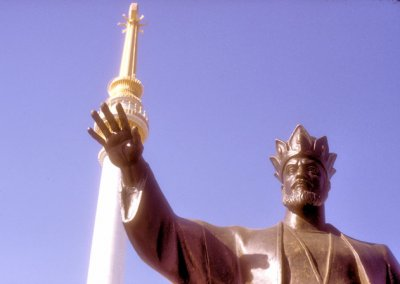 ashgabat_statue of togrul beg and independence monument