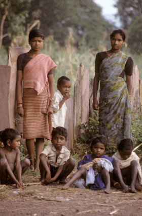 bastar_muria women and children