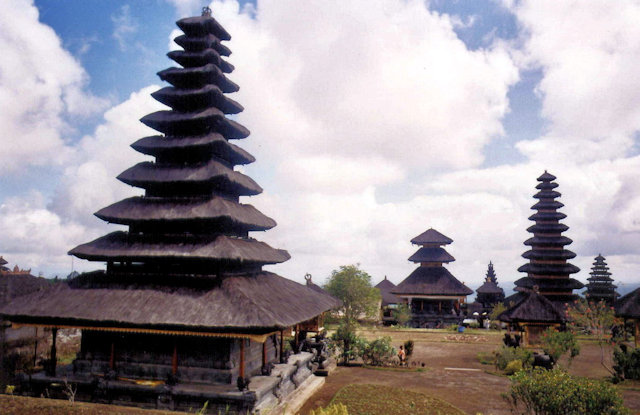 besakih_penataran agung_meru towers_1