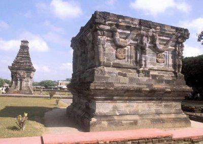 blitar_candi penataran_naga platform and dated temple