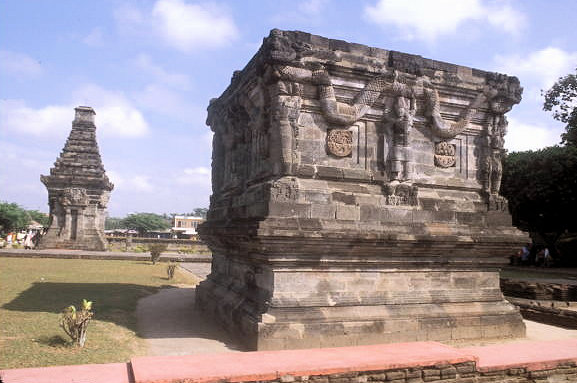 blitar_candi penataran_naga platform and dated temple