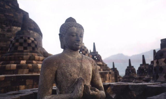 borobodur_buddha and dagobs