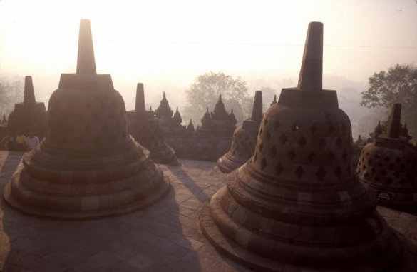 borobodur_dagobs in morning mist
