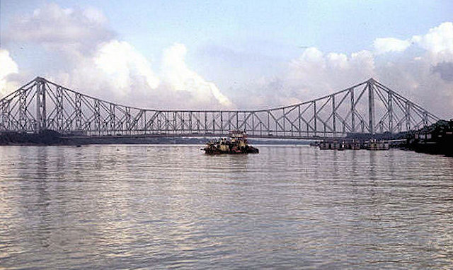 hoogly river at howrah bridge