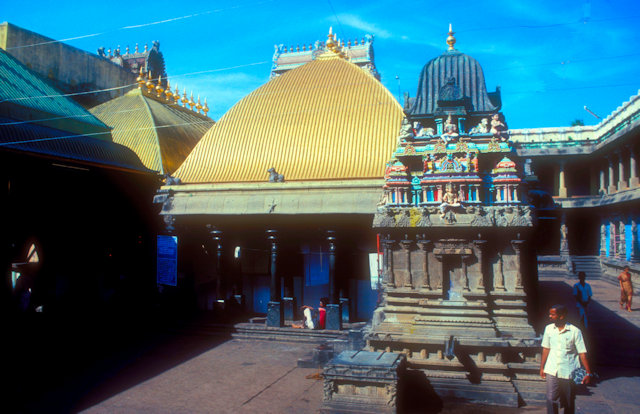 chidambaram_nataraja temple_sacred precinct enclosure with roof of golden pavilion