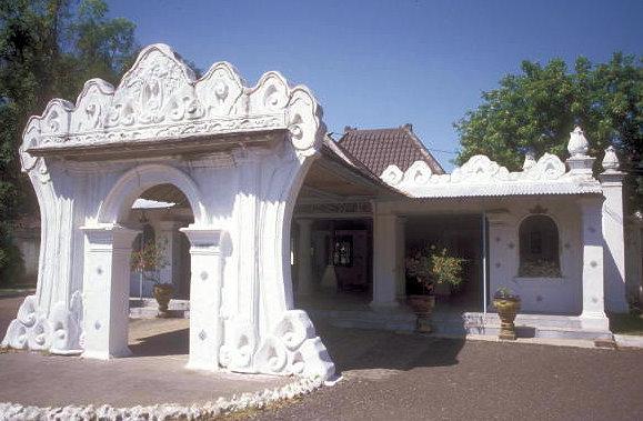 cirebon_kesepuhan kraton_royal chambers_exterior