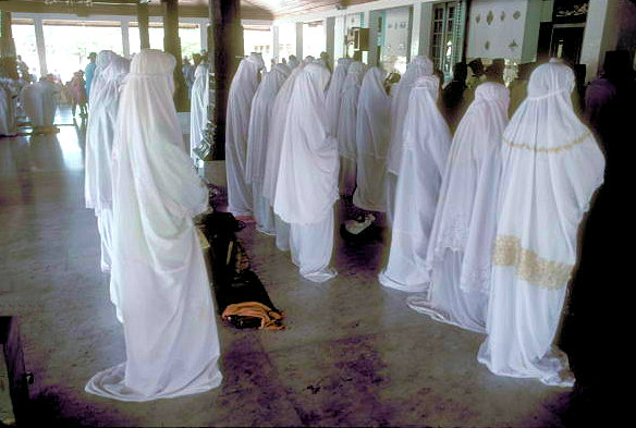 demak_grand mosque_female worshipers