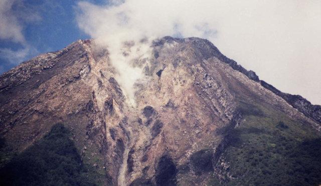 flores_volcano peak