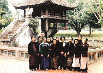 hanoi_one pillar pagoda_visitors