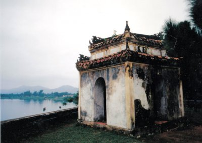 hue_buddhist shrine