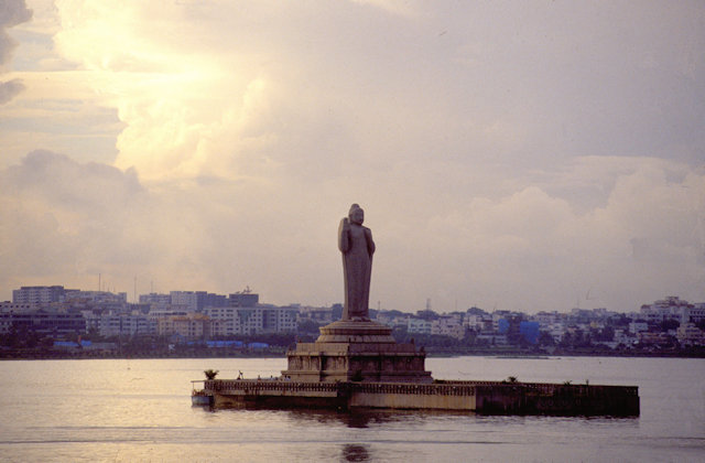 hyderabad_buddha statue in hussain sagar