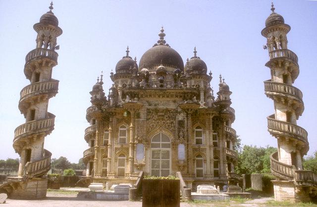 junagadh_baha-ud-din bhar maqbara