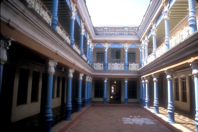 karaikkudi_chettiar mansion_courtyard
