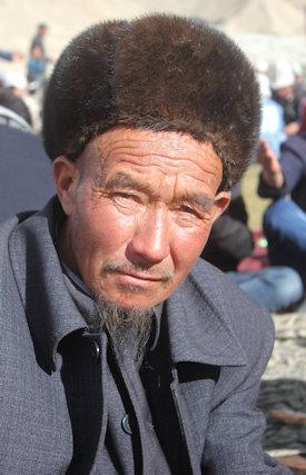 karakoram highway_kyrgyz man