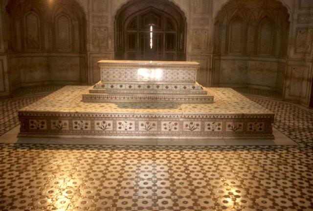 lahore_jahangir's tomb_interior_2