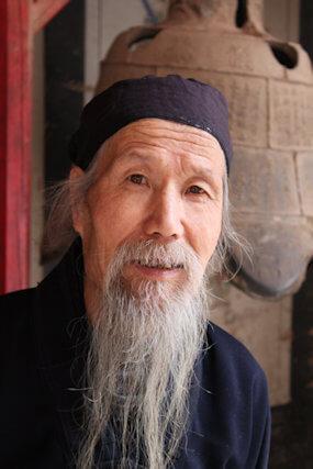 luomen_daoist priest