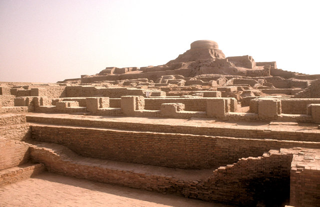 moenjodaro_stupa and great bath