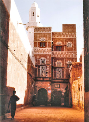sanaa_great mosque_entrance gate and minaret