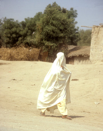 sukkur_woman wearing burka
