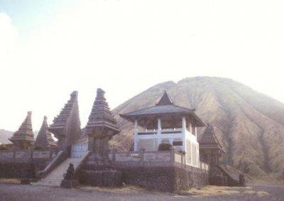 tengger massif_hindu temple and mt batok