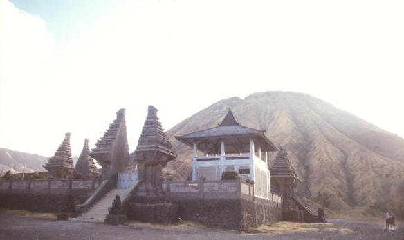 tengger massif_hindu temple and mt batok