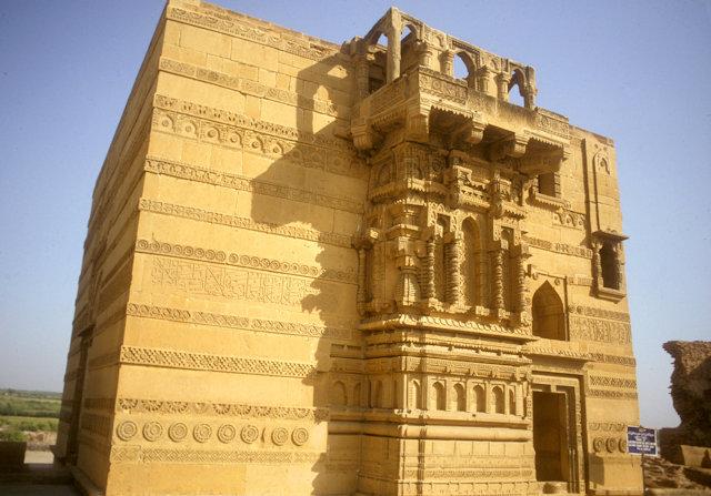 thatta_makli hill_tomb of jam nizamuddin