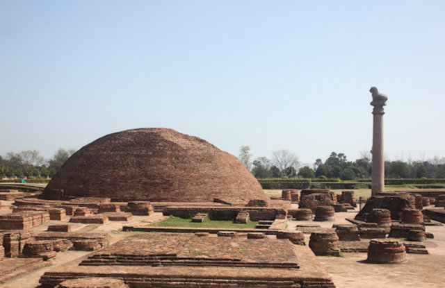 vaishali_stupa and lion pillar