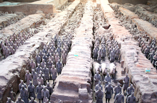 xian_tomb of qin shi huangdi_terra cotta army_2