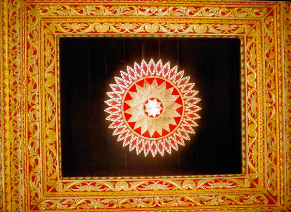 yogyakarta_kraton_golden pavilion_ceiling