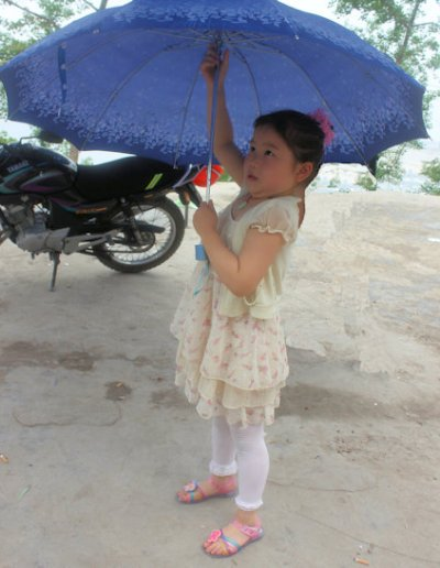 fengjie_girl with umbrella