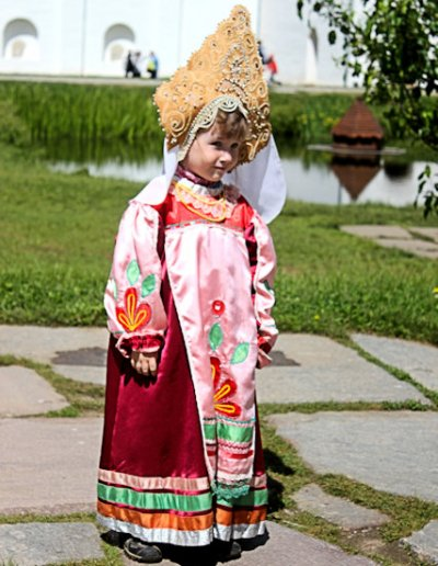 rostov_costumed girl