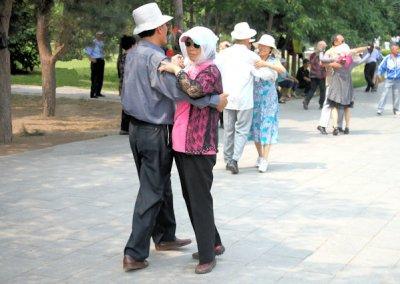 shenyang_couples dancing