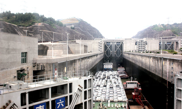 yichang_three gorges dam