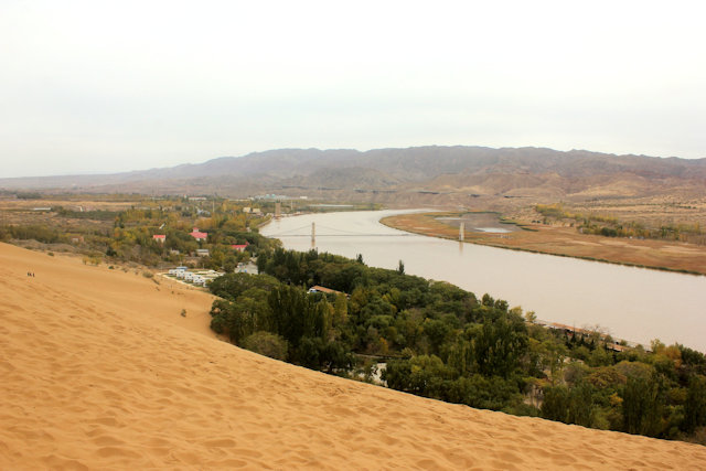 zhongwei_shapotou_tengger desert and yellow river