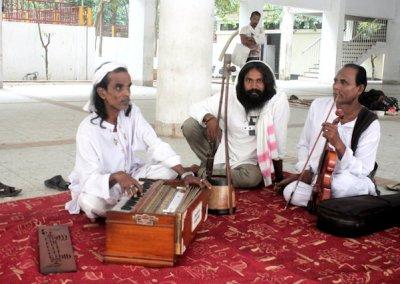 kushtia_lalon fakir mausoleum_musicians