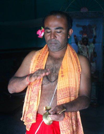 rangpur_hindu priest