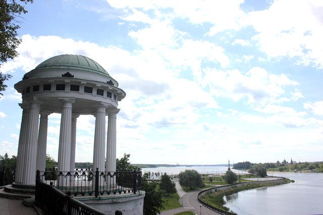 yaroslavl_pavilion above volga river