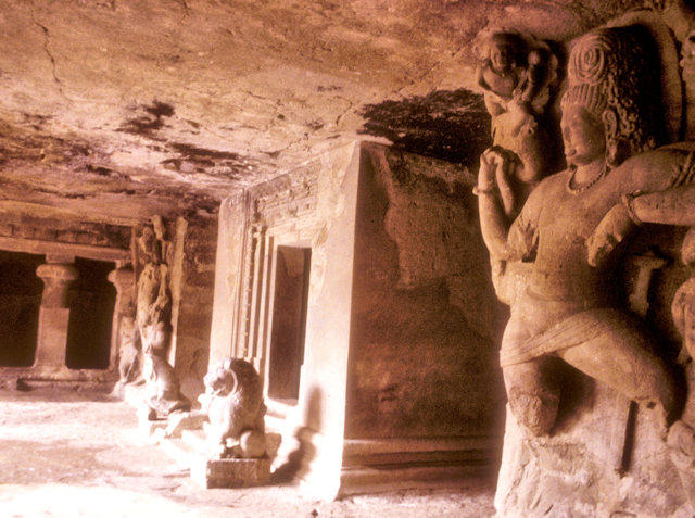 elephanta caves_shrine