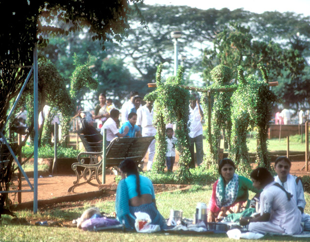 hanging gardens_picnickers