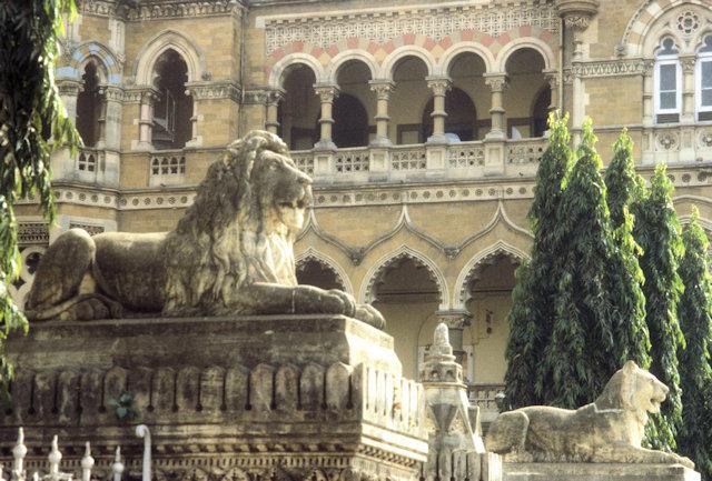 victoria terminus_stone lions