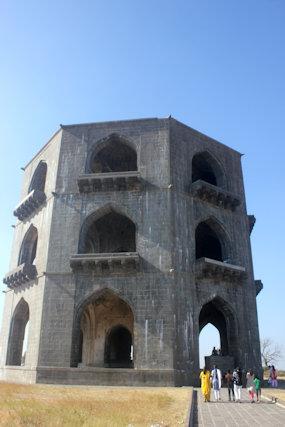 ahmadnagar_salabat khan tomb