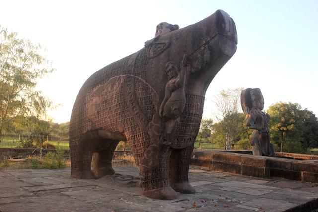 eran_varaha and narasimha statues