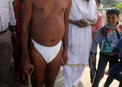 khajuraho_jain priest