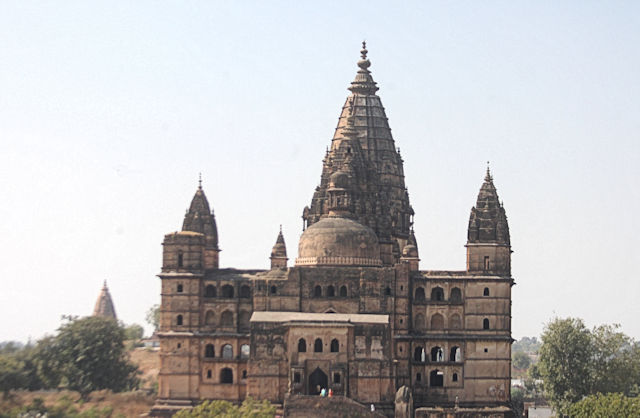 orchha_chaturbhuj temple